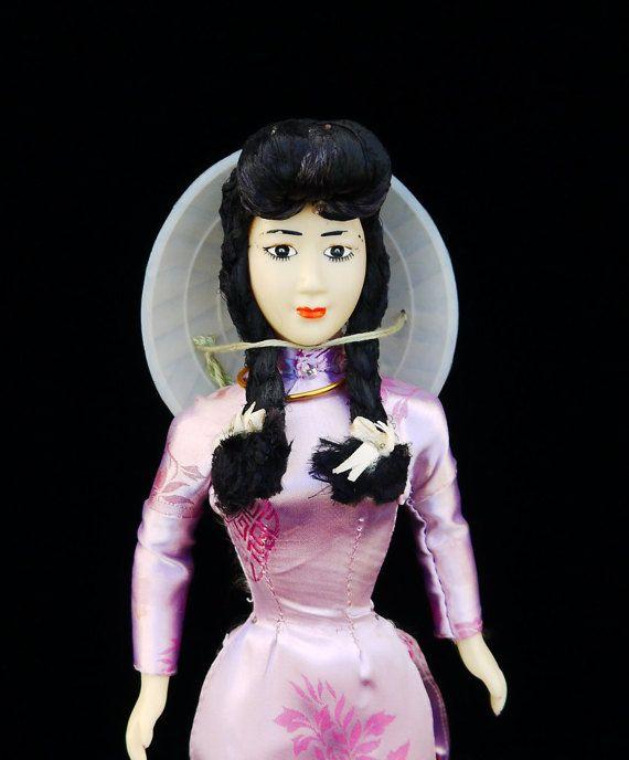 Souvenir du Vietnam Art Doll 16 peint à la par VintageOfGlamour