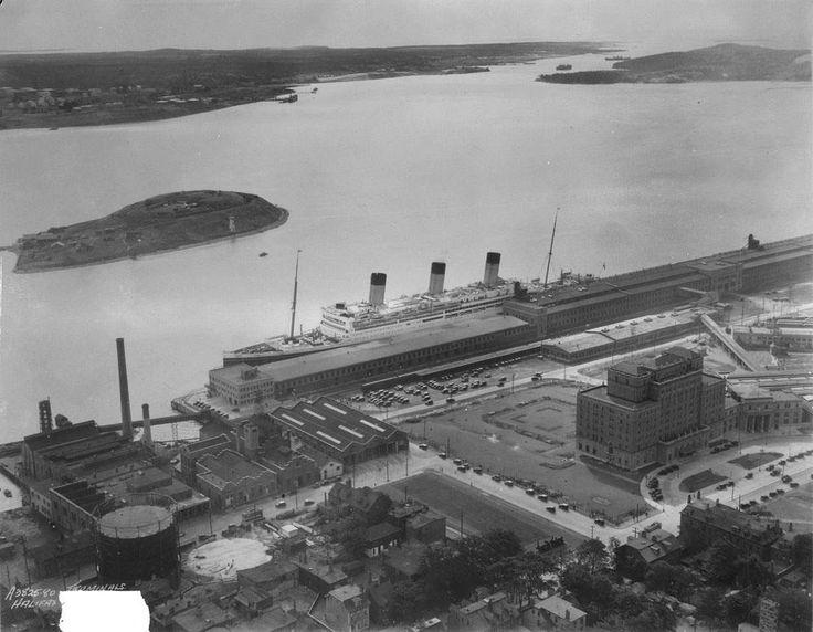 Vue aérienne de la gare maritime d'Halifax, 1934  Source…