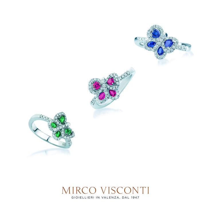 Anelli oro bianco 750. Fantasia farfalla. Diamanti taglio brillante. Smeraldo, rubino e zaffiro.