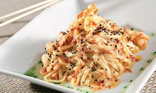 Очень вкусный салат рисовая лапша с морепродуктами