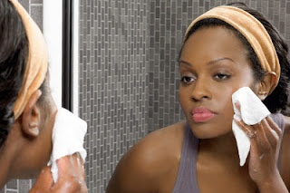 Sunscreen wipes tend to be facial novelettes soaked or moistened in a liquid sunscreen formula.