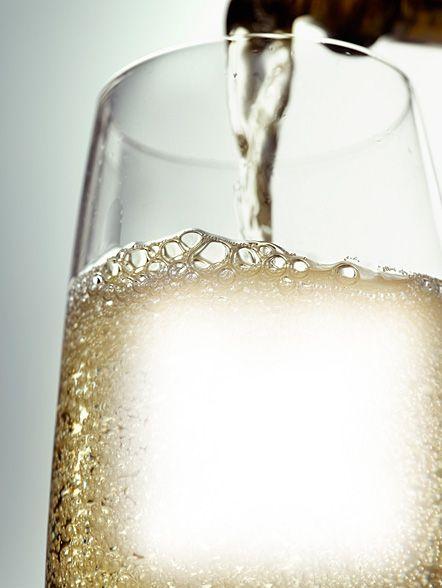 """El método para lograr el vino espumoso de Champagne se le debe a Madame Clicquot Ponsardin """"La Viuda"""", quien desarrolló la técnica de eliminar el residuo de las levaduras gastadas luego de completada una segunda fermentación en botella, proceso que produce las burbujas y fija el gusto del vino terminado. (Foto: Archivo GFR Media)"""