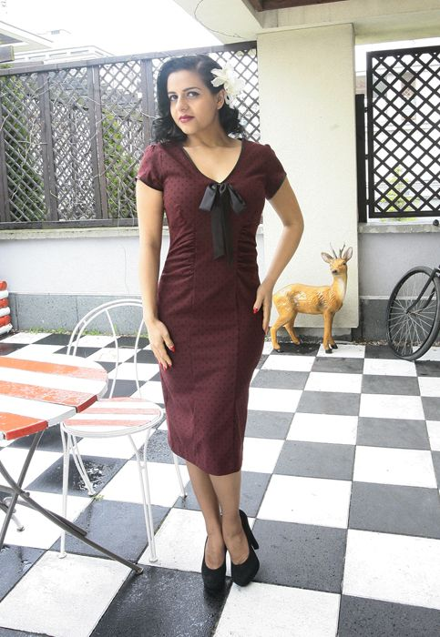 Sukienka retro Veronica. Burgundowa w czarne groszki. http://www.raspberryheels.com/shop/produkt,pl,dresses,dress-veronica-burgundy.html