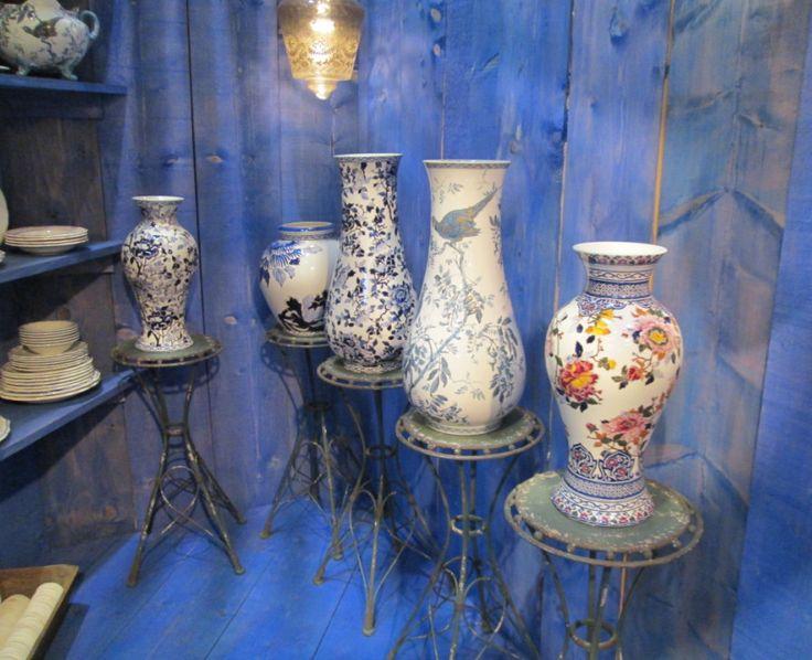 Фабрика Gien является эталоном французской моды в фаянсовой культуре. На выставке компания Gien представила коллекции на любой вкус: коричневая и голубая майолика, классическая однотонная, морская, детская, расписанные вручную вазы, декоративные тарелки. Охотничья серия компании приковала к себе множество внимания на выставке.