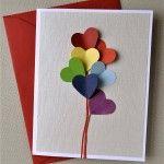 Képeslap színes szívekkel, papírból