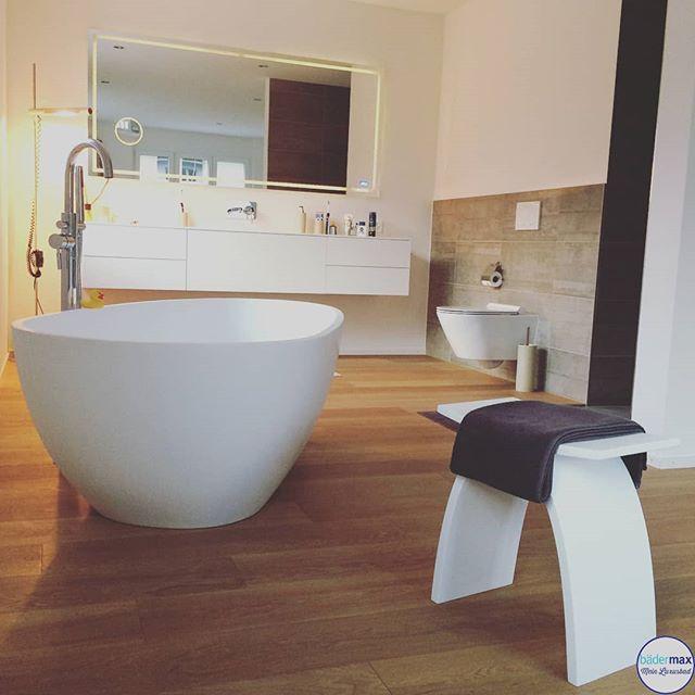 Sehr Schon Warmes Badezimmer Absolut Gelungen Finden Wir Die Kombination Vom Holzboden Den Grauen Fliesen Hinterm Wc Und Den Hellen Badezimmer Baden Holzboden