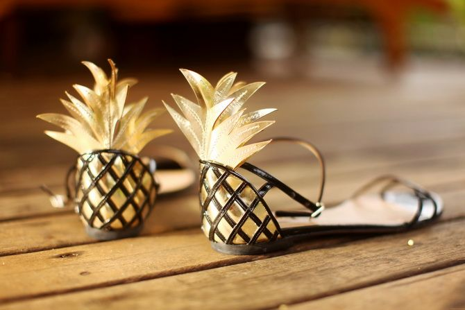 Fun! Everyone needs pineapple shoes. HAHAHA! IF I FIND THE BACK SIDE LIKE THAT, I WILL MAKE A PINEAPPLE TOO!!