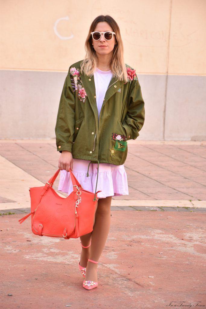 Outfit: Desigual bag giveaway #fetishpantyhose #pantyhosefetish #legs #heels #blogger #stiletto #pantyhose #collant #tan
