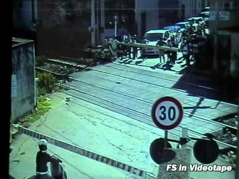 Una visione diversa di un transito di un E.655....questa volta seguiamo la corsa dello 077 tramite le videocamere di sorveglianza di alcuni passaggi a livello!!! Il treno effettua la marcia a vista in prossimità di due passaggi a livello.