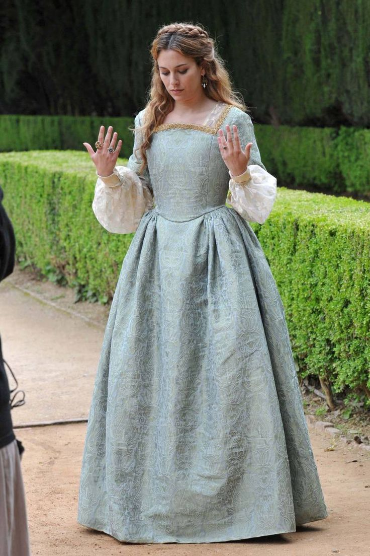 22 best Beautiful clothes images on Pinterest | Costumes, Historical ...