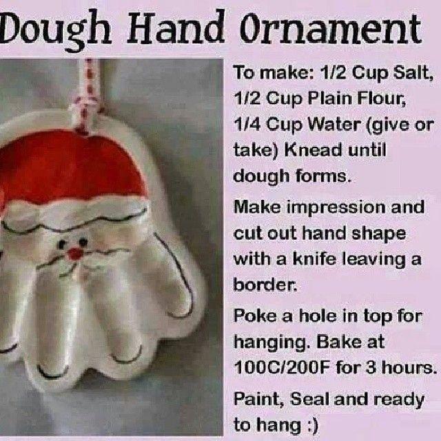 Gift idea from kids  Per fare: sale 1/2 tazza, 1/2 tazza di farina, 1/4 tazza di acqua (più o meno) impastare fino a forme di pasta. fare impressione e ritagliare la forma a mano con un coltello, lasciando un bordo. fare un buco nella parte superiore per appendere. Cuocere in forno a 100c/200f per 3 ore. vernice, tenuta e pronto ad appendere :)