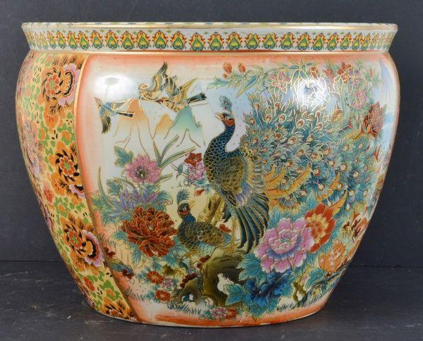 Aquário de porcelana chinesa, bojo decorado com motivo de pássaros e flores. Interior decorado com m