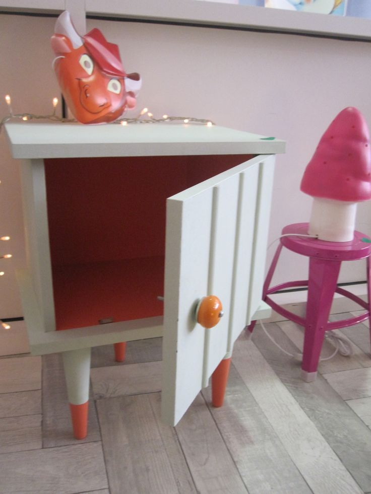 1000 images about mobilier vintage customis on pinterest for Table de nuit enfant