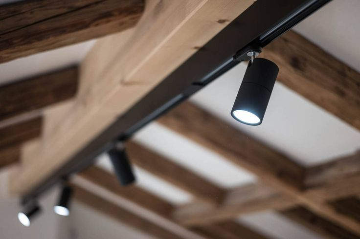 Lewo Spot Led 3ph Schiene Led Profil Mit Spot Schwenkbar Led System Lewo 3ph L In 2020 Led Lichtschiene Lampen Schienensystem