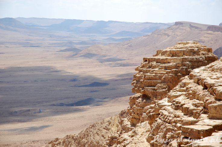 Pustynia Negew, Izrael http://wyjazdologia.pl/dalej/krater-ramon-dziura-w-ziemi-na-pustyni-negew/