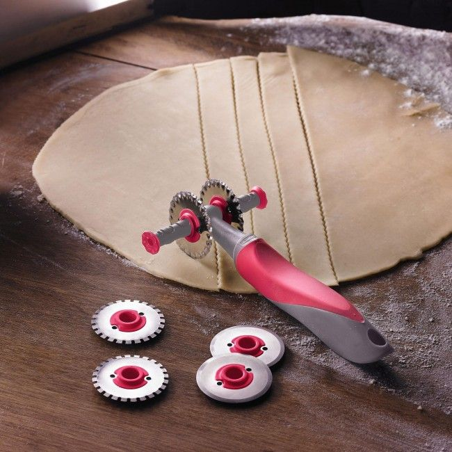 Make perfect pastry with this comfort grip Trudeau Structure Pastry Wheel.