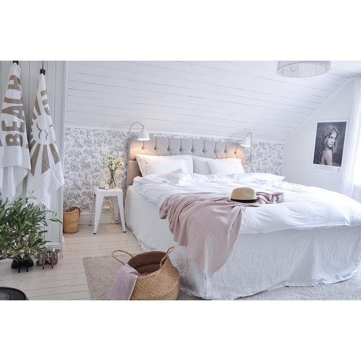 Fantastiskt sovrum hos @mariasvitabo @dunbutiken ☁️ @beachhousecompany