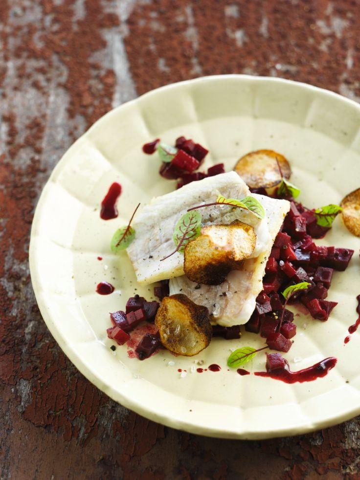 Zeebaars met ratatouille van rode biet http://njam.tv/recepten/zeebaars-met-ratatouille-van-rode-biet