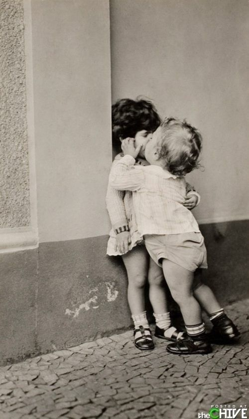 *baciare* io bacio tu baci lui,lei, bacciamo voi baciate loro baciano