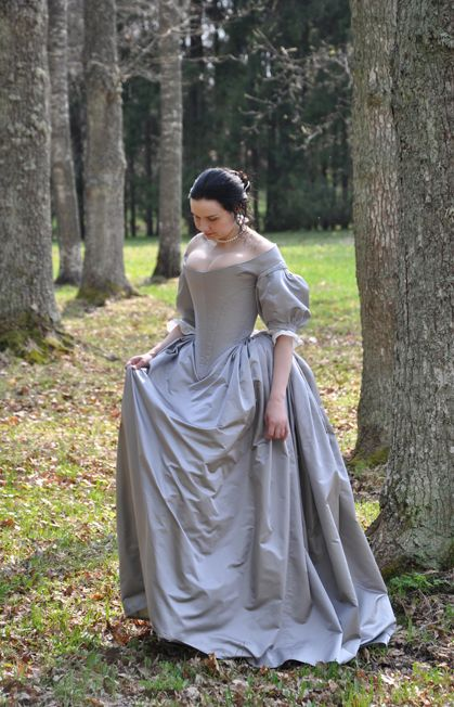 Before the Automobile- great site with many examples of dress... this one is an example of 1660's dess