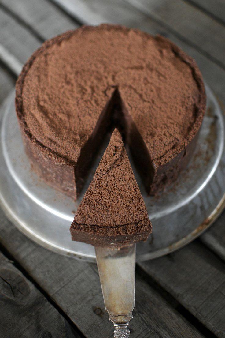 rawchocolatecake_glutenfree_hannamarirahkonen_paleocake (1)
