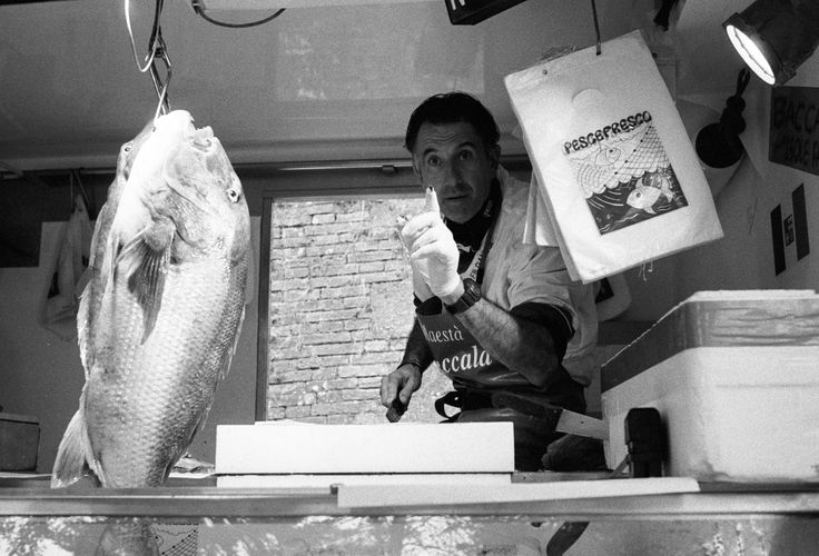 #fish #fisherman #seller #fishmonger #pesce #pescivendolo #pescatore #bigfish #no #why #streetfood #foodporn #street #photography #leica #mp #film #35mm #kodak #trix