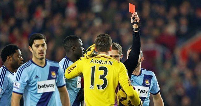 Brutalny faul Carltona Cole'a i koszmarny klops Adriana w Premiership • Southampton vs West Ham United • Wejdź i zobacz więcej >>