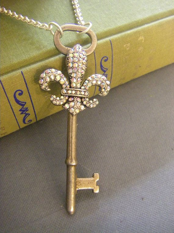 Fleur de lis key necklace❤