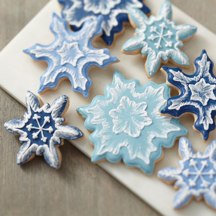 Home made snow flake cookies - snowflake treats - cute cookie decorations - winter baking ideas - DIY home made hand made