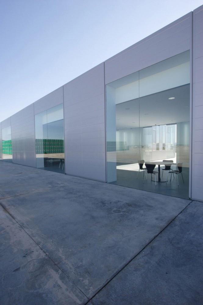 Edificio de oficinas Pronat / José María Sánchez García © Pedro Pegenaute