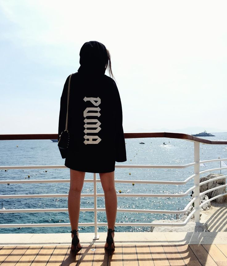 "Barbara Palvin (@realbarbarapalvin) в Instagram: ""Where my yacht at?  #amfarcannes"""