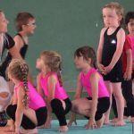 Acro gym le mercredi et stage cirque en vacances scolaires à Savonnières Rue Principale Savonnières https://actipop.fr/structure/espace-mame-rue-principale-37510-savonnieres-127-acro-gym-et-cirque/
