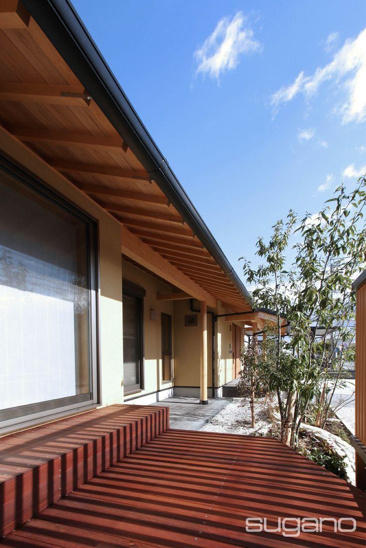 軒を深く。屋根勾配は緩く。お客様のこだわりを形にした外観は、近所でも評判になっています。  #和風建築 #和風住宅 #縁側 #家づくり #外観 #菅野企画設計
