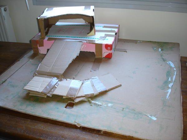 Cher(e)s amie(e)s, Vous étiez nombreux à demander des explications pour fabriquer un décor de crèche en papier rocher; voici aussi une façon rapide de confectionner une crèche avec ce papier. Déposer sur une plaque en carton de récupération (comme vous...