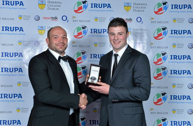 Ulster Captain and IRUPA Rep Rory Best presents Connacht's Robbie Henshaw with the 2013 Nevin Spence Young Player of the Year Award.
