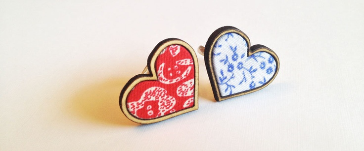 Heart shaped Beach Wood rings - with fabric inlay. Classic blue and white, or classic red and white. With silver pated adjustable ring