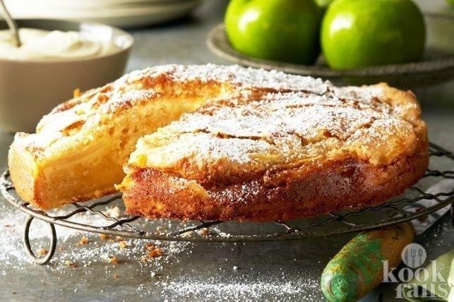 Heerlijk romig en lekker zoet! Als het op taart aan komt, houden wij van de meest creatieve en gekke recepten. Heb je bijvoorbeeld onze twix-cheesecake of onze romige bananentaart wel eens bekeken? Vandaag houden we het echter simpel en vertellen we je hoe je deze heerlijke appelkaneelcake met cust