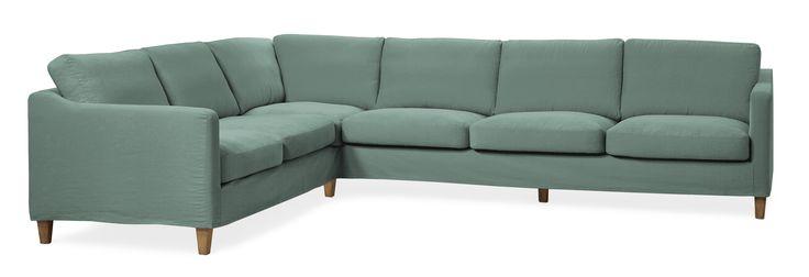 God design, skön komfort och smarta lösningar är något som kännetecknar Clean, en soffa som är ovanligt lätt att hålla ren. Clean har avtagbar klädsel som du kan tvätta i din tvättmaskin i 30°C. Du kan köpa till flera olika klädslar till Clean, så soffan aldrig behöver stå naken. Varför inte uppdatera Clean efter årstid, eller ditt humör? Soffan har skön komfort med spänstiga plymåer, och är mjuk att sätta sig i. Soffan är mysig att krypa upp i med sitt behagliga och trivsamma sittdjup…