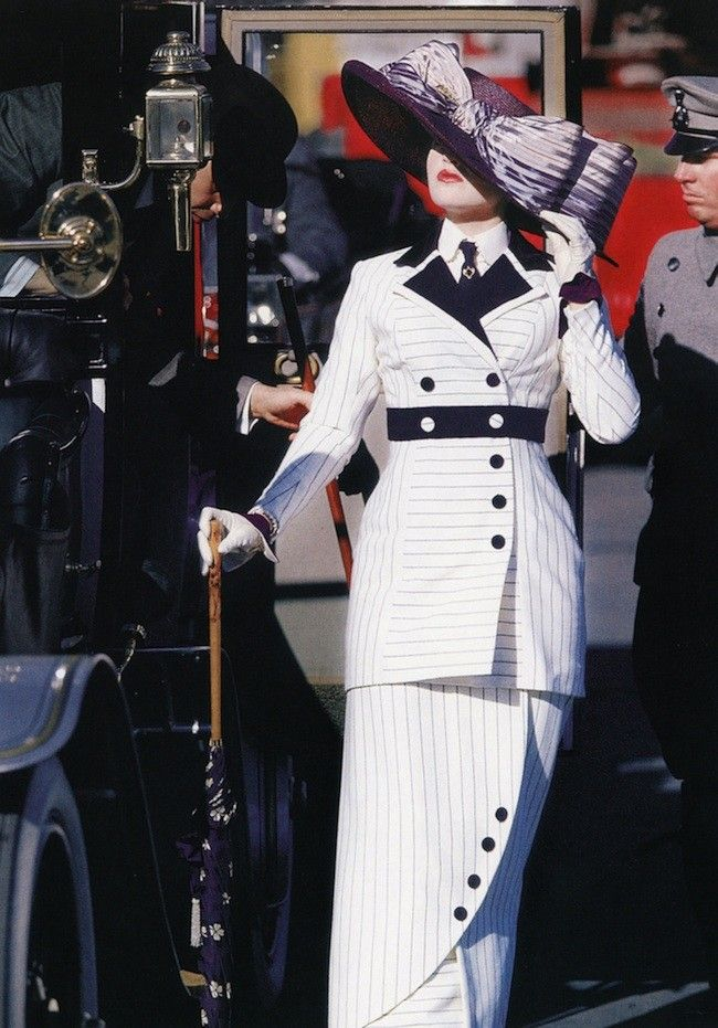 Rose DeWitt Bukater (Kate Winslet) - Titanic (1997).