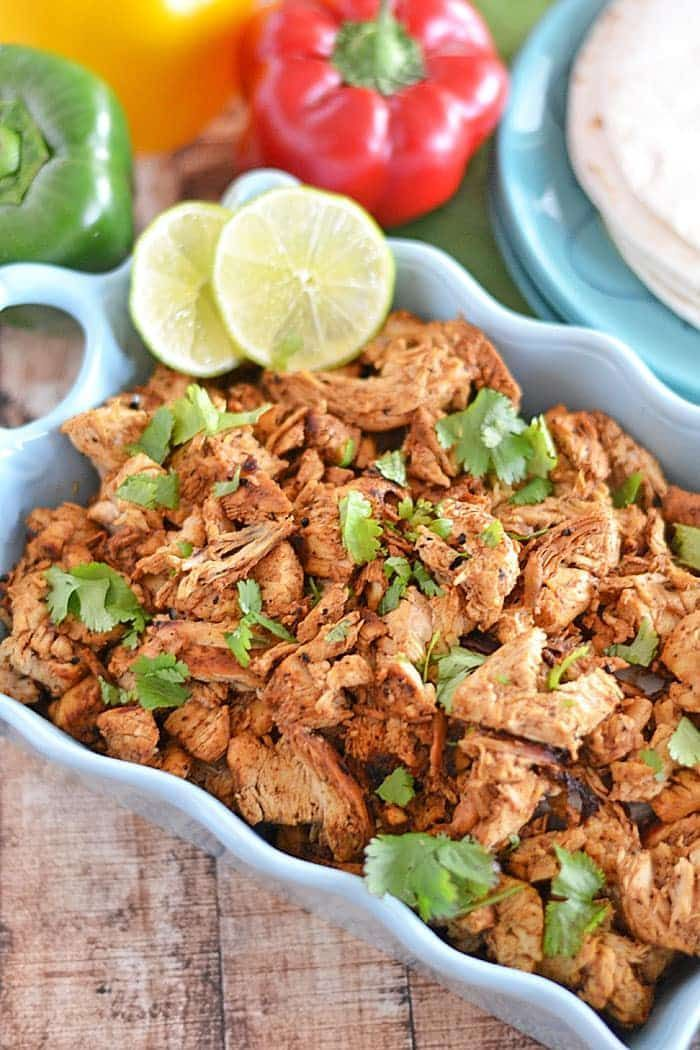 Jazz up your weeknights with this quick and easy Mexican Shredded Chicken - eat it plain, with beans or rice, or use it as a base for any Mexican-inspired meal! | chicken recipes | Mexican food | chicken dinner ideas | fast dinner ideas | Mexican chicken