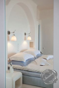 Modern Bedroom Design with Artemide Tolomeo Wall Lamps modern bedroom