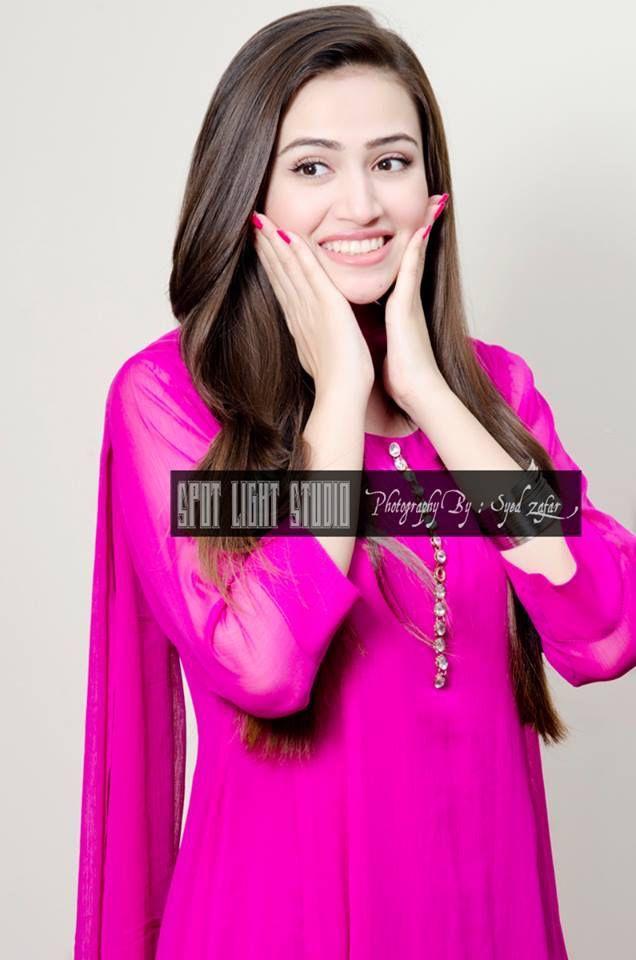 Simply gorgeous Pakistani actress Sana javed