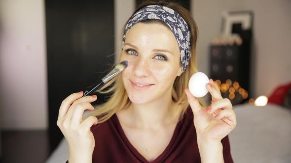 Merve Özkaynak'tan KadınlarBilir'e özel: Cilt lekeleri için doğal maske tarifleri