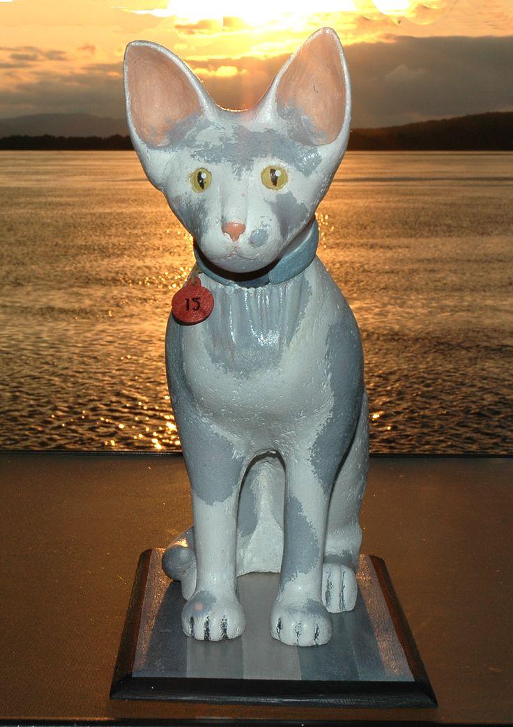 La chatte ( Cream) de Quinze rend hommage à Guido Molinari.