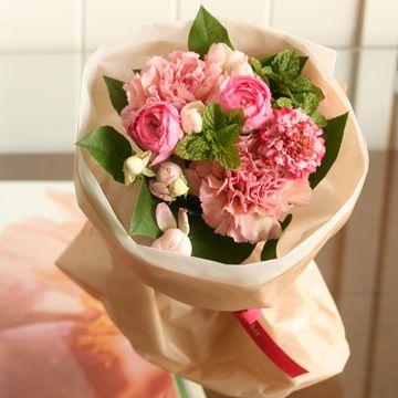 【3/1~3/31到着】バラとラナンキュラスのアルルピンクブーケ   花・花束の通販、配送【花・フラワーギフトなら青山フラワーマーケット】