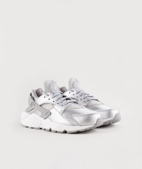25 best ideas about sneaker silber on pinterest winter 2017 trends disco outfits and sneaker. Black Bedroom Furniture Sets. Home Design Ideas