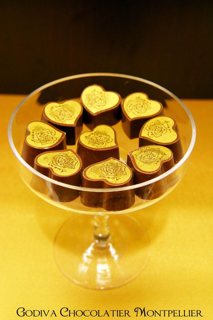Amour ! Un chocolat au thé noir et miel. http://chocolatiergodivamontpellier.eklablog.fr/chocolats-st-valentin-godiva-chocolatier-montpellier-a106338166