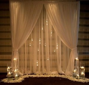 <p>Pipe and drape is theeasiest way to set-up a backdrop. Can be used in a number of ways:</p> <p>-Backdrop fora headtable at a wedding<br />-DIY photo booth<br />-Decorate a booth at a trade show<br />-Photo backdrop</p> <p>Price includ