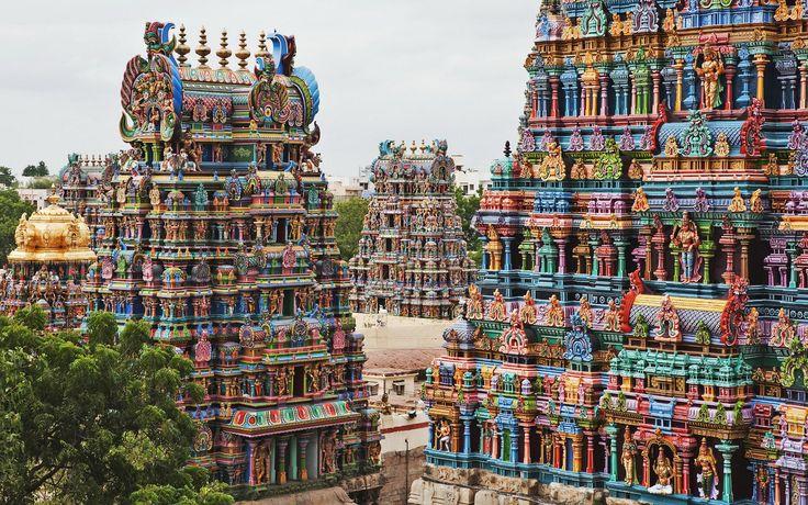 En plein centre de la vieille ville de Madurai se trouve l'un des plus vastes édifices religieux d'Inde. En passant le regard derrière le mur de plus de 6 mètres de haut qui entoure le site, on découvre le c&ea...