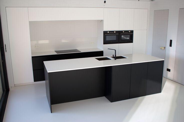 """Kitchens 2: black + white """"composiet"""" - http://www.bartschepens.be"""